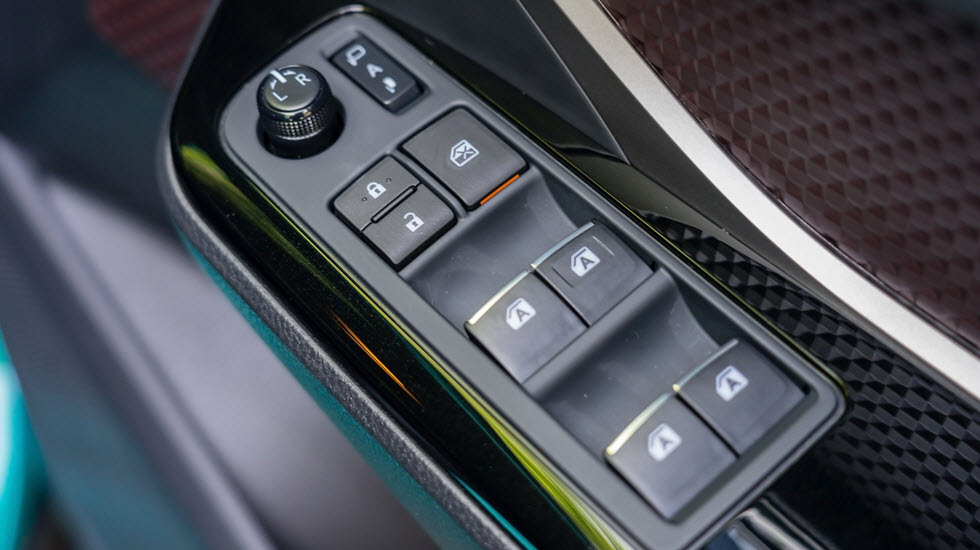The Window Regulator in a Mercedes: What It Does and Why It Fails